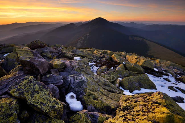 Gorgany Mountain Ridge, view from Khomyak mountain, Carpathian Mountains, Ivano-Frankovsk Region, Ukraine — Stock Photo
