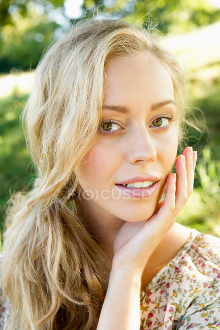 Beauty portrait of woman looking at camera — Stock Photo