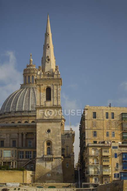 Cúpula da Igreja Carmelita e St. Paul Pathedral, Valletta, Malta — Fotografia de Stock