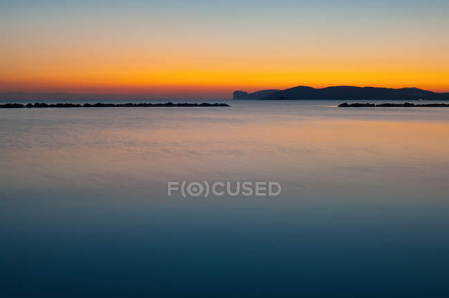 Scenic view of Rock formations in still waters — Stock Photo