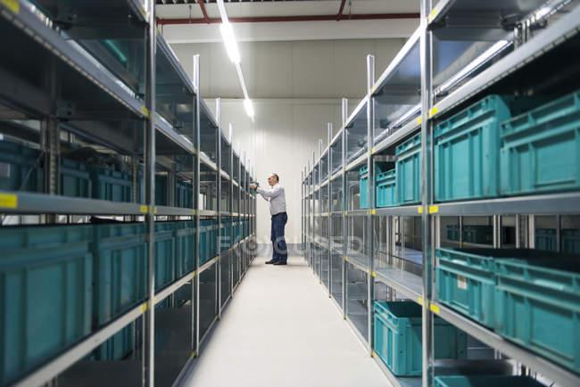 Boîte de prise de travailleur du plateau en usine — Photo de stock