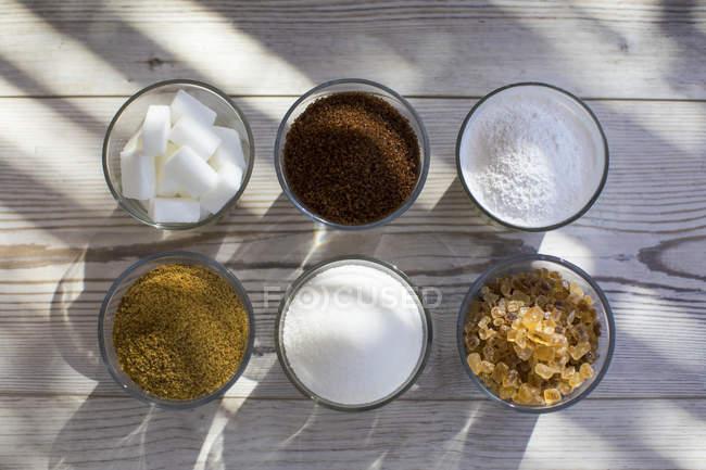 Copos de açúcar em várias formas, vista superior — Fotografia de Stock