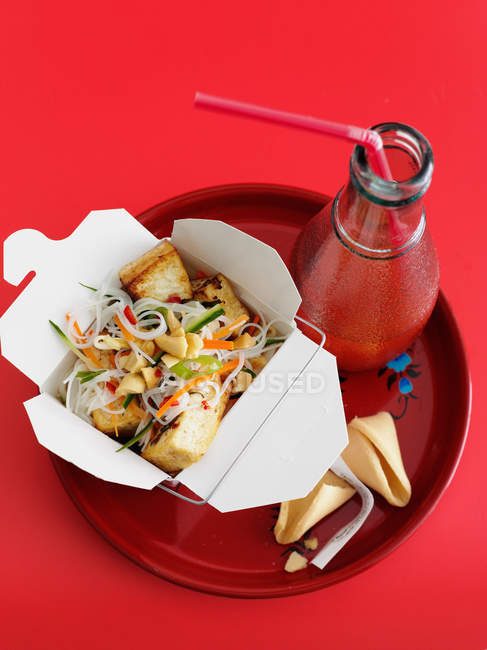 Chicken and vegetables in take out box — Stock Photo