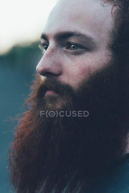 Porträt von blicken, bärtige junge männliche Hipster hautnah — Stockfoto