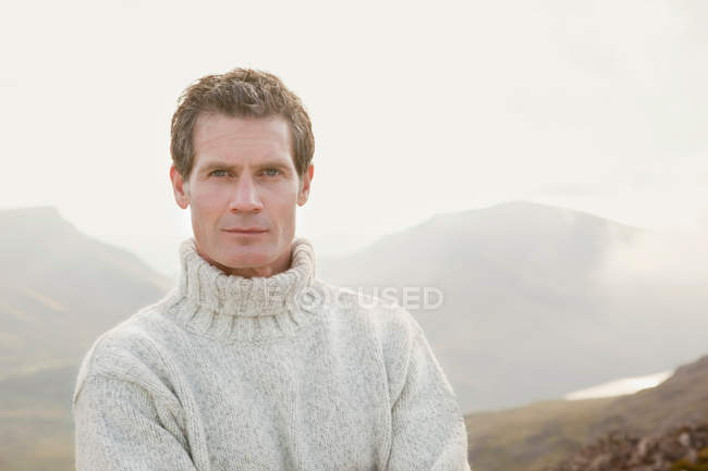 Man wearing turtleneck sweater outdoors — Stock Photo