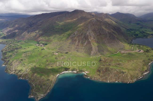 Vista della montagna e della costa — Foto stock