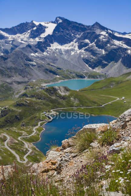 Malerischer Blick auf Alpen Berge und See, Piemont, Italien — Stockfoto