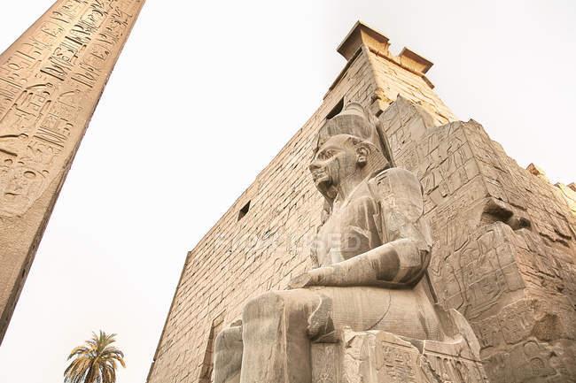 Статуя Rameses II, храмі Карнак, Єгипет — стокове фото