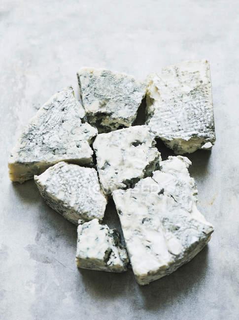 Vista superiore di pezzi di formaggio blu — Foto stock