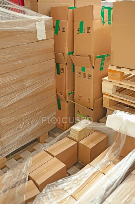 Перегляд картонні коробки в склад — стокове фото