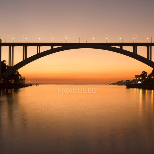 Arrabida Bridge (Ponte da Arrabida) over Douro River in Portugal — Stock Photo
