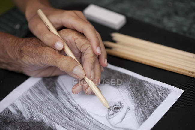 Close up of senior woman hand doing  pencil drawing — Stock Photo