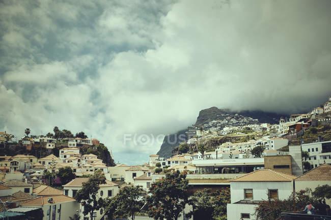 Edifícios encosta, da Madeira, Funchal, Portugal — Fotografia de Stock