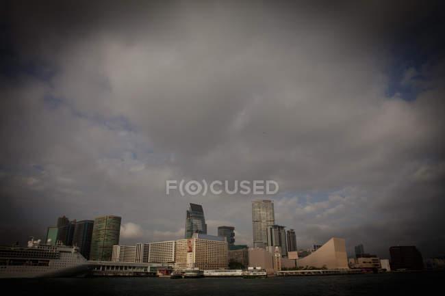 Gratte-ciel au port de Hong Kong — Photo de stock