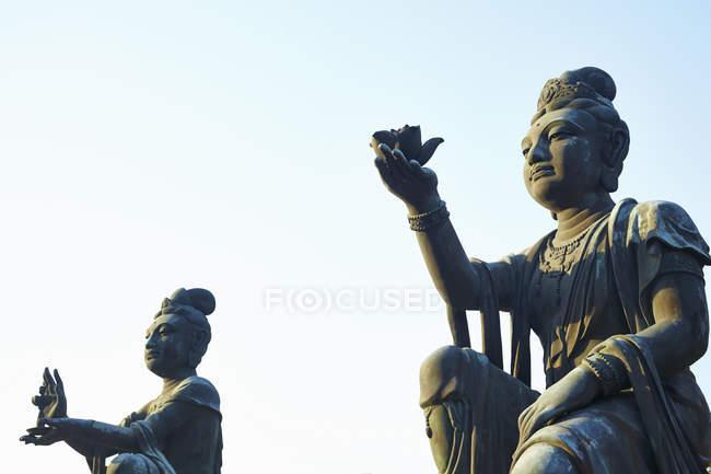 Нижній подання буддійські Статуї острова Лантау, Гонконг, Китай — стокове фото