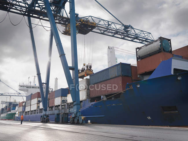 Port Worker Watching Ship Being Loaded — Stock Photo