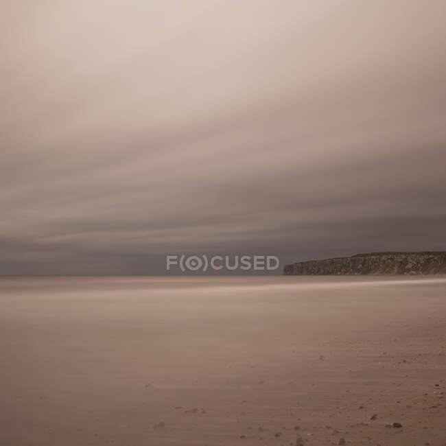 Strand, Hunmanby Lücke blickt Flamborough Head, North Yorkshire, Vereinigtes Königreich — Stockfoto