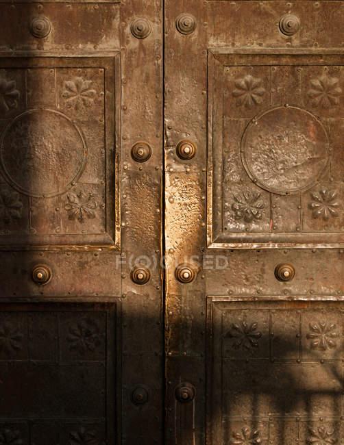 Старий металеві двері в Старе місто Дамаск — стокове фото