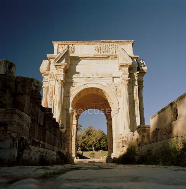Arc de Septimus à la ville romaine en ruine — Photo de stock