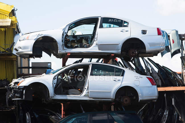 Cars stacked in scrap yard — Stock Photo