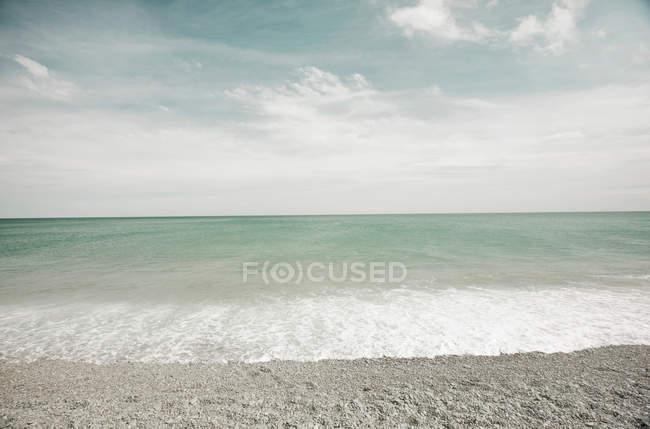Empty beach under cloudy sky — Stock Photo