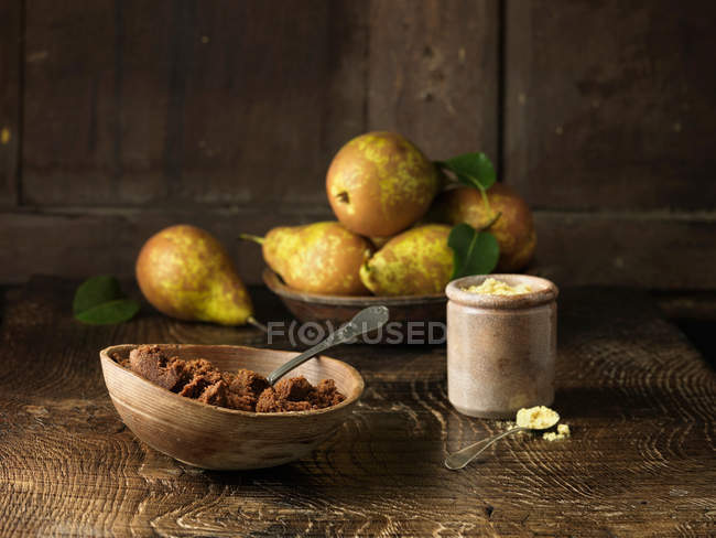 Pears and spiced muscovado sugar and molasses — Stock Photo