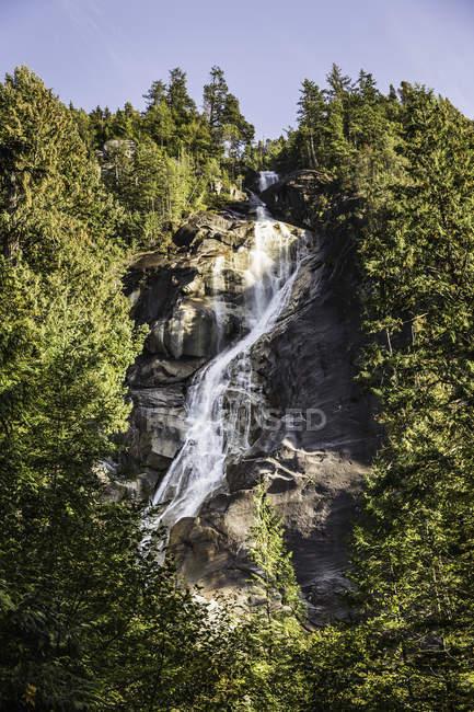 Cachoeira, Shannon Falls Provincial Park, Squamish, British Columbia, Canadá — Fotografia de Stock