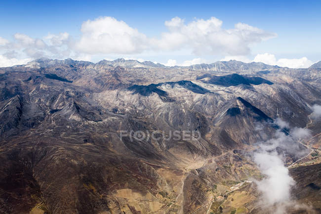 Rocky mountains under blue cloudy sky — Stock Photo