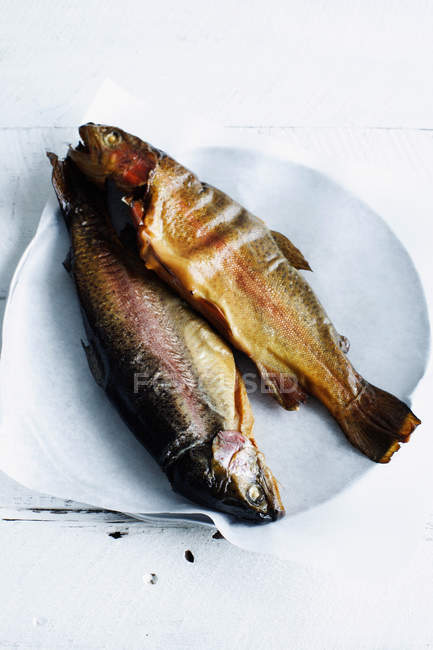 Plate of baked whole fish — стоковое фото