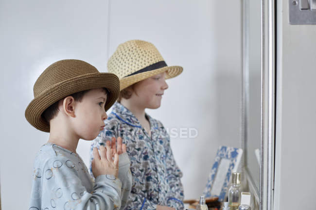 Boys playing dress-up in bedroom — Stock Photo