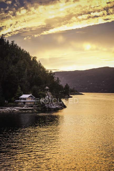 Baie Howe Sound, vue de ferry, Squamish, Colombie-Britannique, Canada — Photo de stock