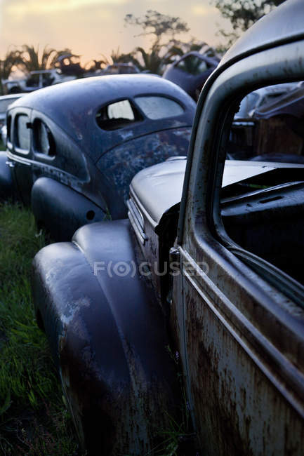 Vintage cars abandoned in scrap yard — Stock Photo
