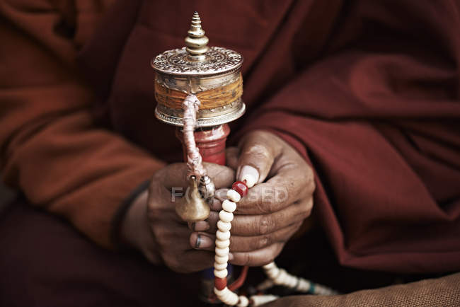 Close up of buddhist monk holding prayer beads, Thamel, Kathmandu, Nepal — Stock Photo