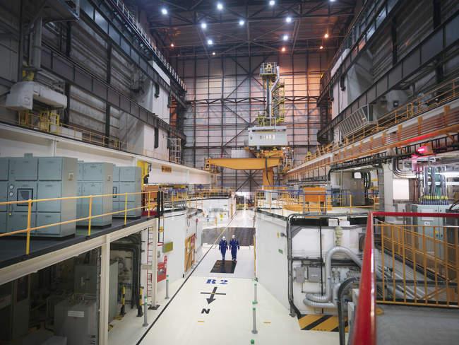 Vista interna della sala del reattore nella centrale nucleare — Foto stock