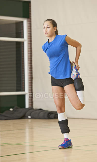 Volleyball player doing stretching exercise — Stock Photo