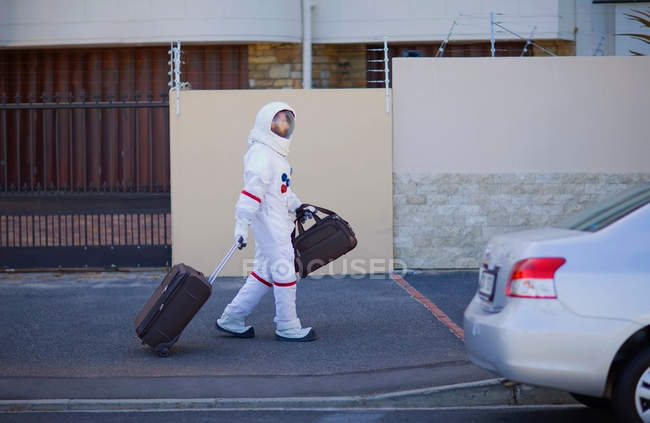 Astronaut walking on the way home — Stock Photo
