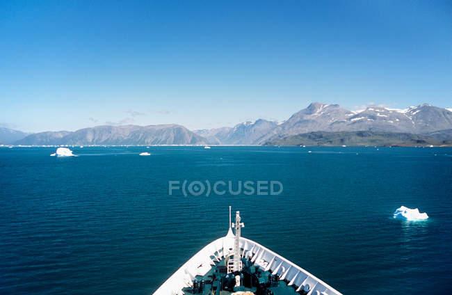Vista panorâmica de viajar na Islândia a bordo do navio — Fotografia de Stock