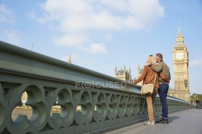Couple standing on bridge in front of big ben, London, UK — Stock Photo