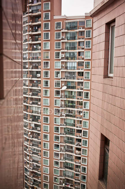 Urban high rise apartment buildings — Stock Photo
