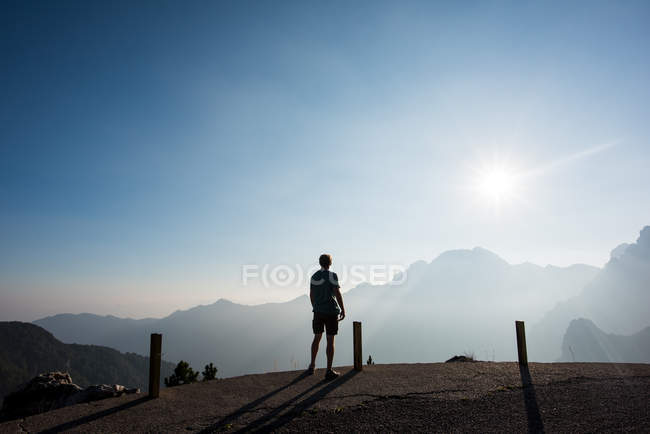 Rear view of man looking at view of mountains, Passo Maniva, Italy — Stock Photo