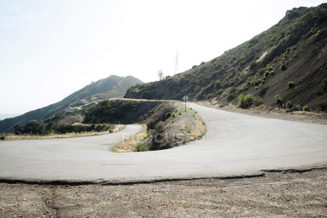 Звивиста дорога до гори, Санта-Барбара, Каліфорнія, США — стокове фото