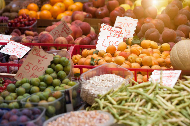 Close up shot of fruit and vegetables for sale — Stock Photo