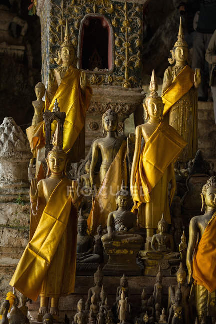 Golden statues in a buddhist temple, Luang Prabang, Laos, Southeast Asia — Stock Photo