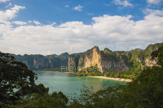 Vue panoramique sur la plage de railay, Krabi, Thaïlande — Photo de stock