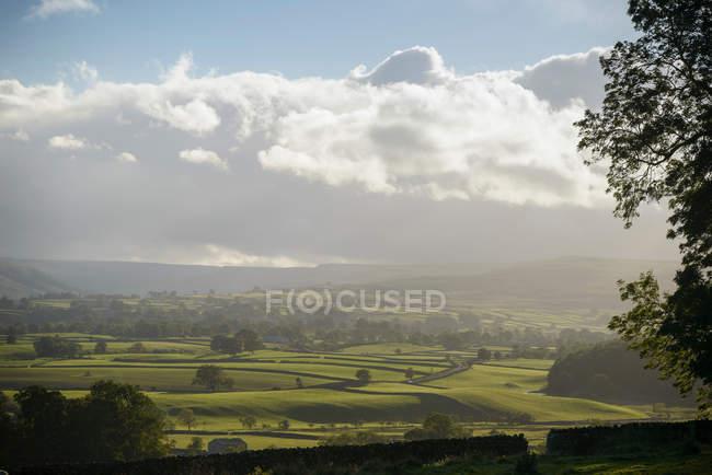 Вид на сельскую местность Венсли и облачное небо — стоковое фото