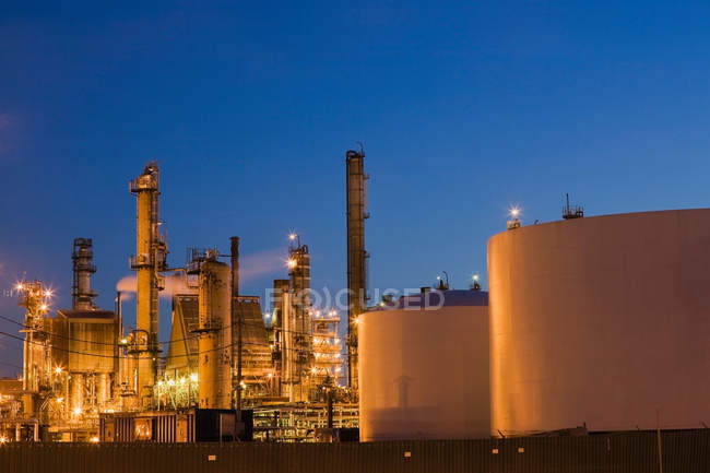Gas and oil refinery in Montreal — Stock Photo