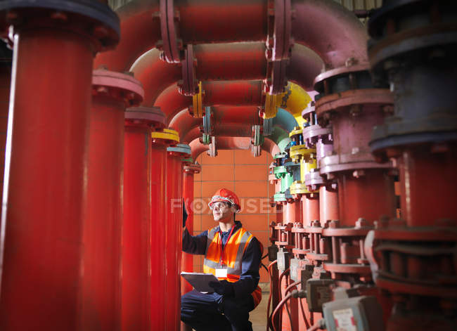 Worker In Coal Fired Power station — Stock Photo