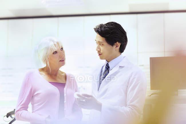 Pharmacist advising customer on medication — Stock Photo