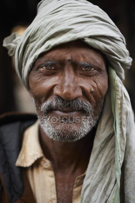 Крупним планом портрет людина в тюрбан, Thamel, Катманду, Непал — стокове фото