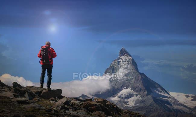 Blick von hinten auf das Matterhorn, Kanton Wallis, Schweiz — Stockfoto